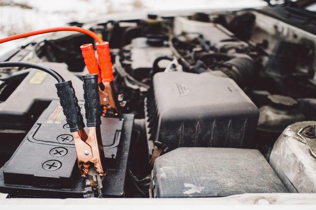 ¿Cuándo cambiar la batería de un coche?