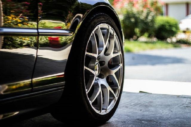 Protege los neumáticos del coche en verano