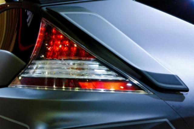 Cómo revisar las luces del coche