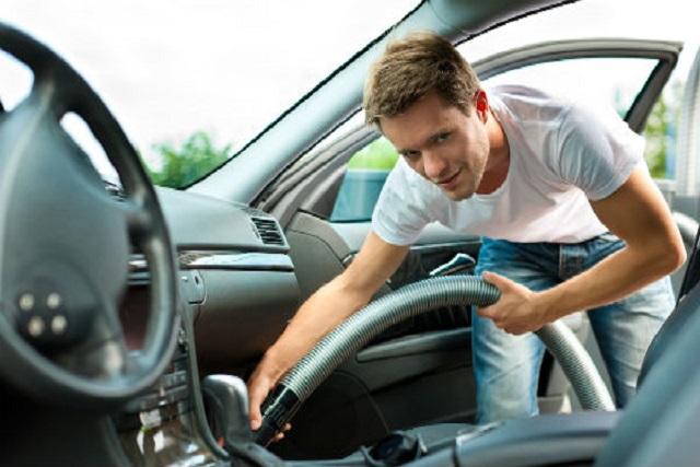 Cómo limpiar el coche a la vuelta de vacaciones