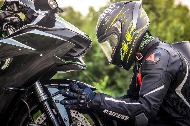 ¿Sabes qué tiempo de vida útil tienen los neumáticos de tu moto?