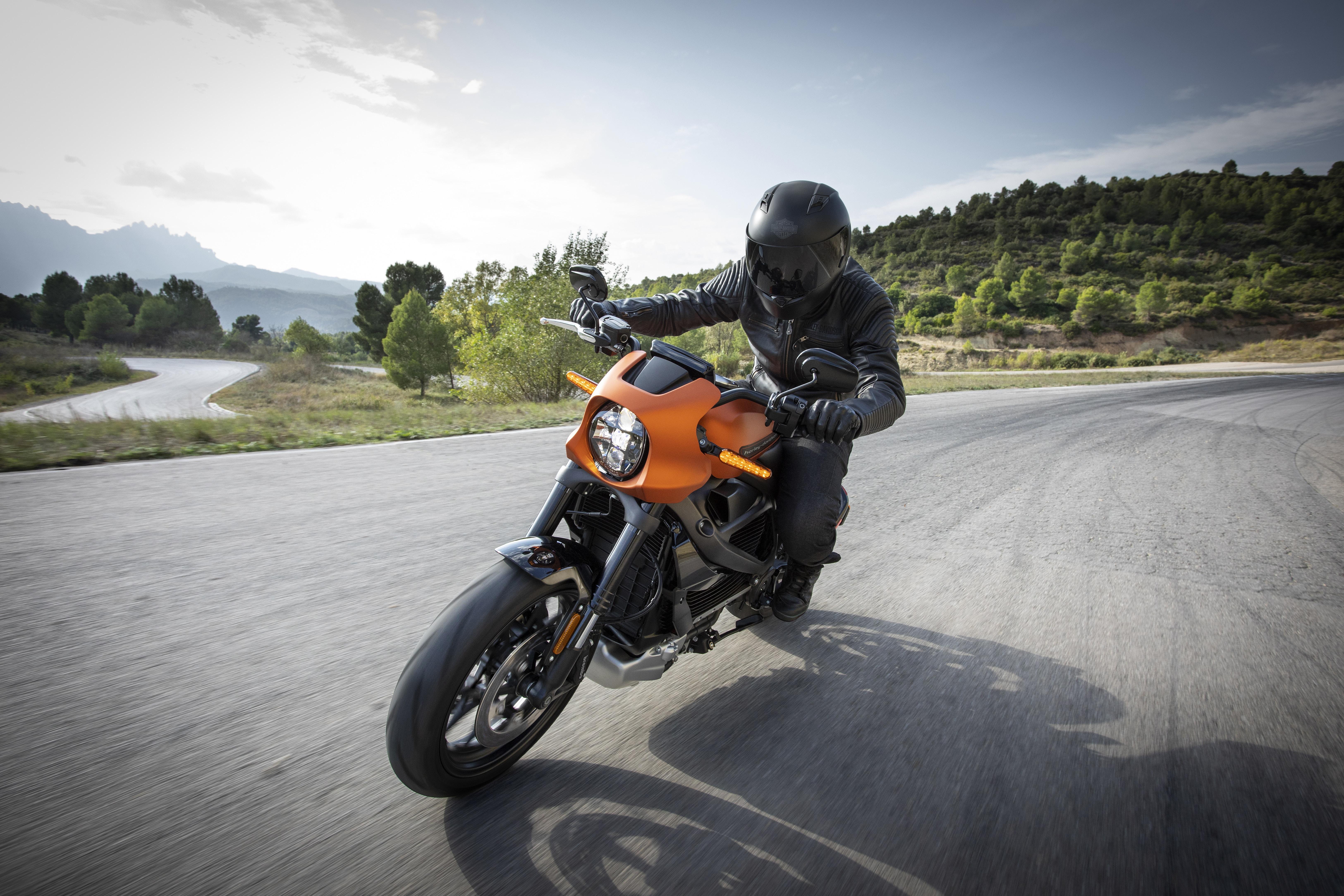 Nueva normativa: guantes obligatorios para llevar la moto