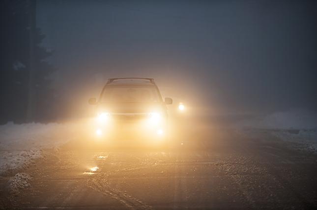 Cómo conducir con viento y niebla