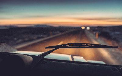 La importancia de cambiar las escobillas del coche en verano