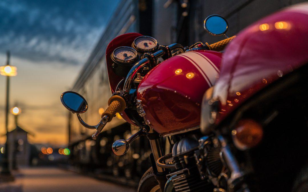 Regalos perfectos para esta Navidad si tu amigo es amante de las motos