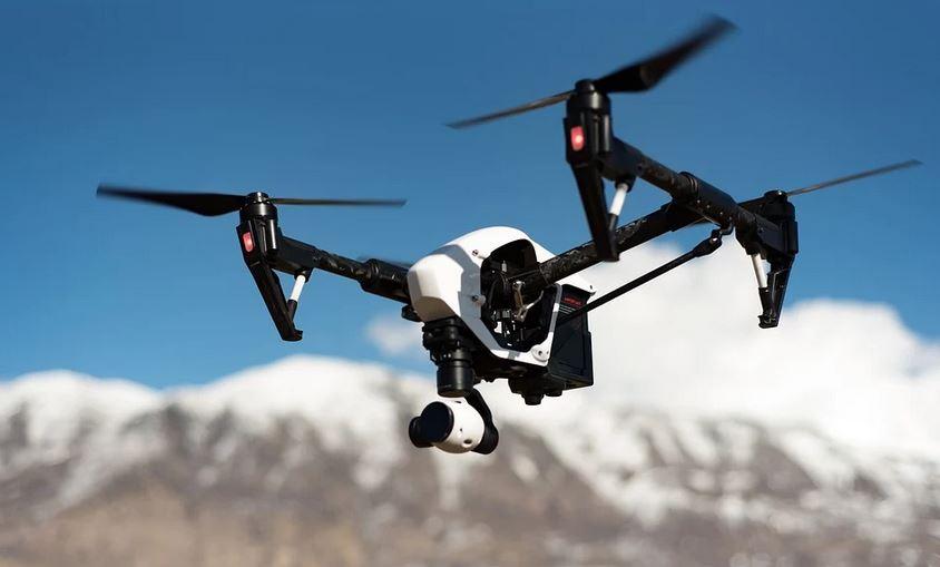¿Cómo funciona la vigilancia con drones en carretera?