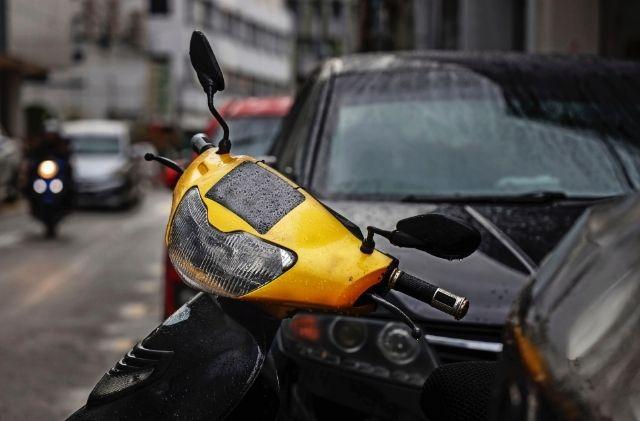 como manejar moto con lluvia