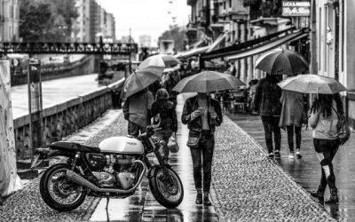 Cómo conducir en moto bajo la lluvia